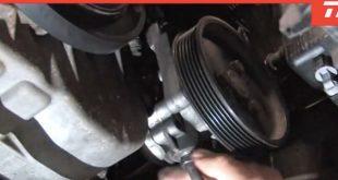 Como substituir a bomba da direção assistida (com vídeo)