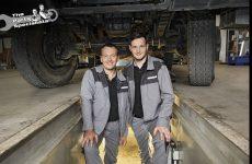 """""""Parts Specialists"""" da DT Spare Parts mostram como se troca um alternador"""