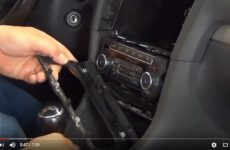 Como instalar um sistema de infotainment no VW Golf VI? (Video técnico)