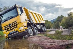 Mercedes-Benz Arocs demonsta capacidades no evento Mercedes-Benz Arocs Performance Days