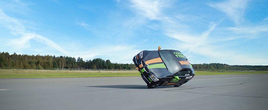 Novo recorde mundial para o carro mais rápido sobre duas rodas (com vídeo)