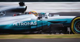 14 horas para pintar a asa dianteira de um Mercedes-AMG de Fórmula 1