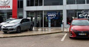Rede de concessionários Toyota começa ter postos de carregamento para veículos elétricos